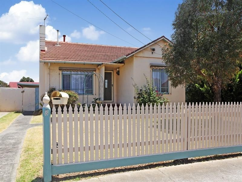 8 Williams Road, Laverton VIC 3028
