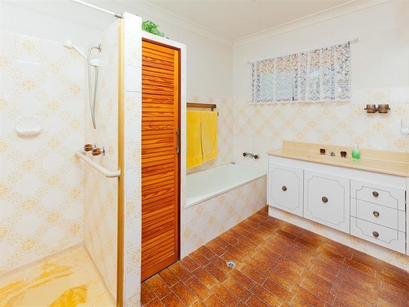 15 Lorraine Street, Camira QLD 4300