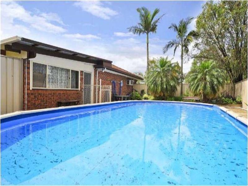 1 Lambrook Court, Camira QLD 4300
