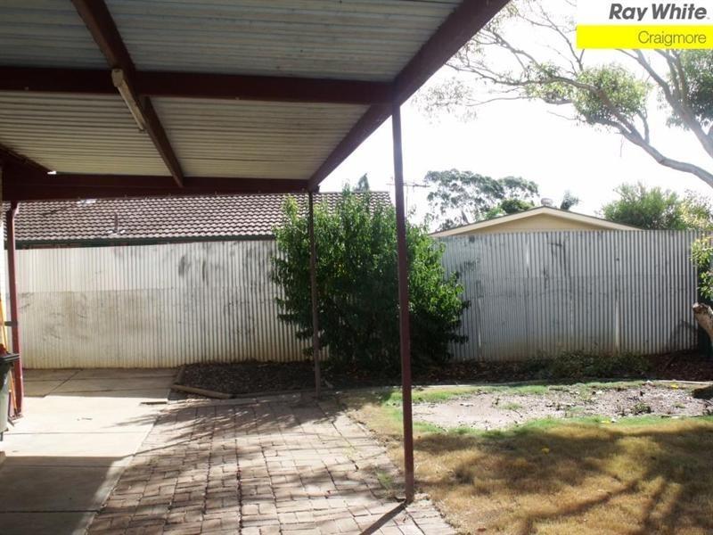 17 Currawong Crescent, Craigmore SA 5114