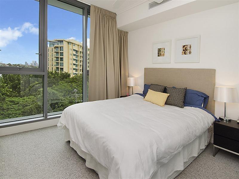 30410/2 Harbour Road, Hamilton QLD 4007