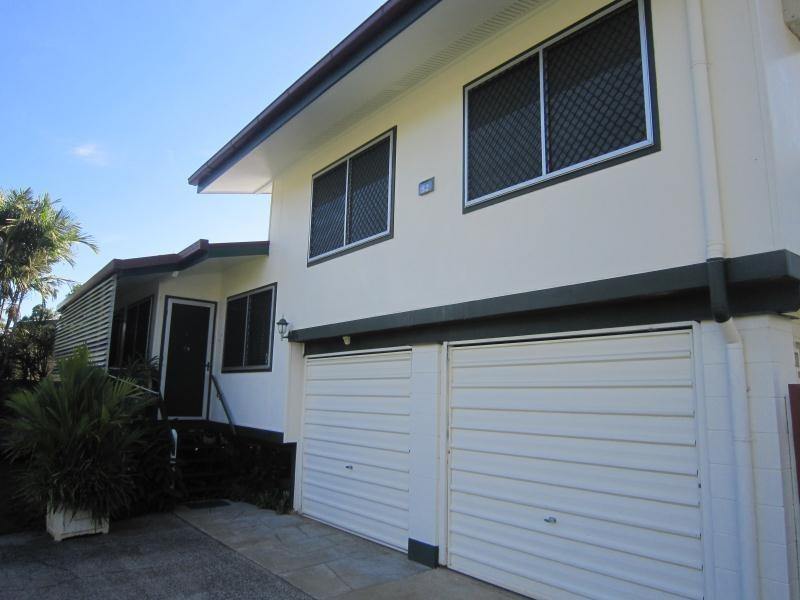 52 Hayward Street, Mooroobool QLD 4870