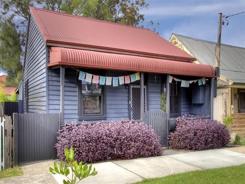 14 Robertson Street, Carrington NSW 2294