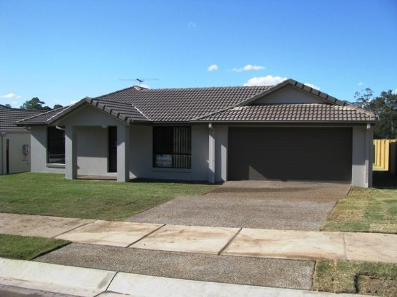 33 Eric Drive, Blackstone QLD 4304