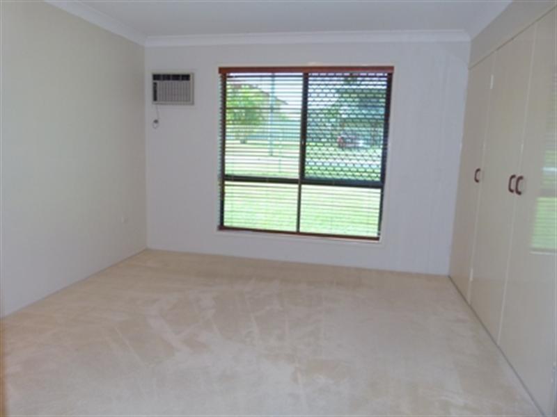 9 Pine Street, Flinders View QLD 4305