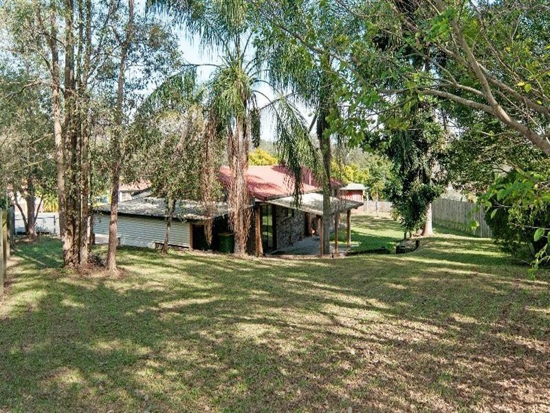 4 Debbie Close, Camira QLD 4300