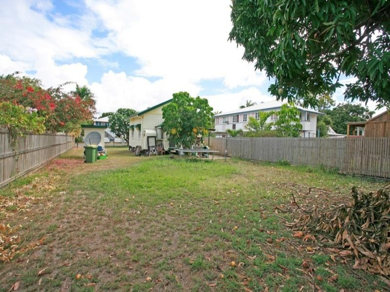 15 Ethel Street, Hyde Park QLD 4812