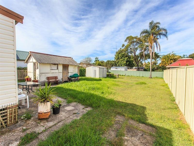 27 Floraville Road, Belmont NSW 2280