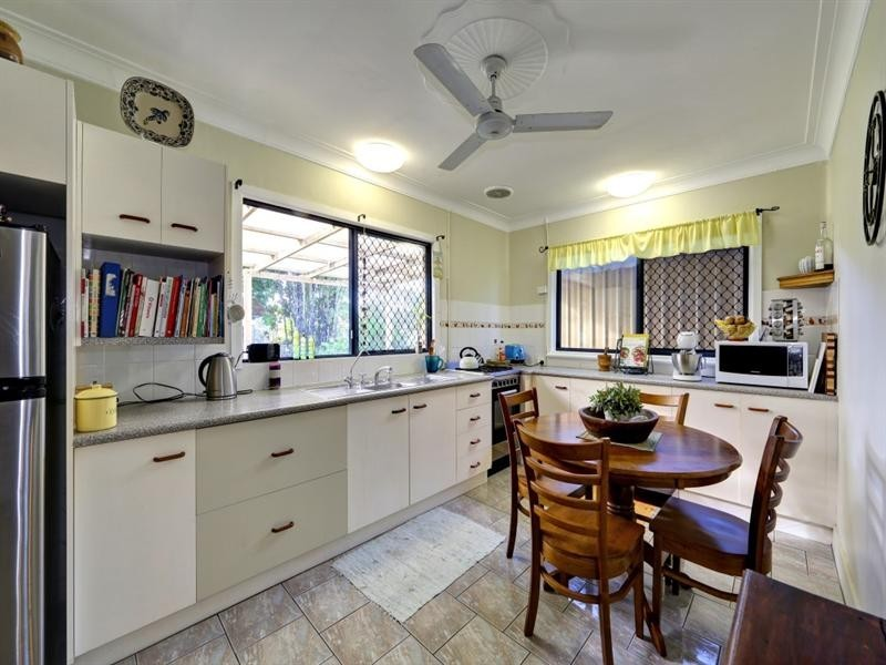 9 High Street, Walkervale QLD 4670