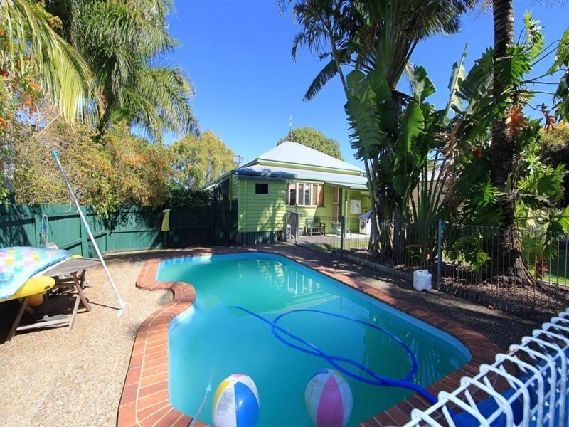10 Lawrence Street, Bundaberg North QLD 4670