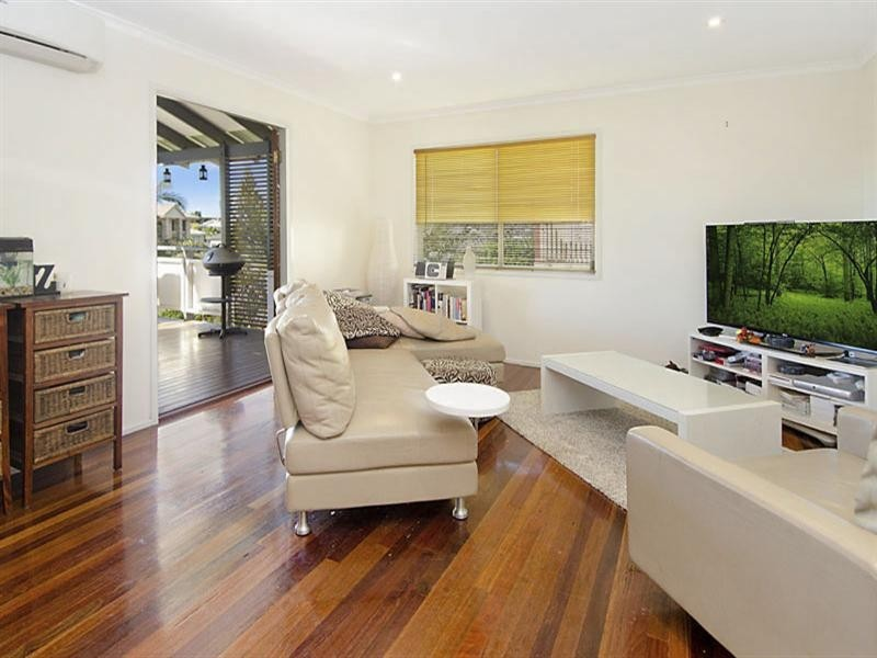 12 Bent Street, Cannon Hill QLD 4170