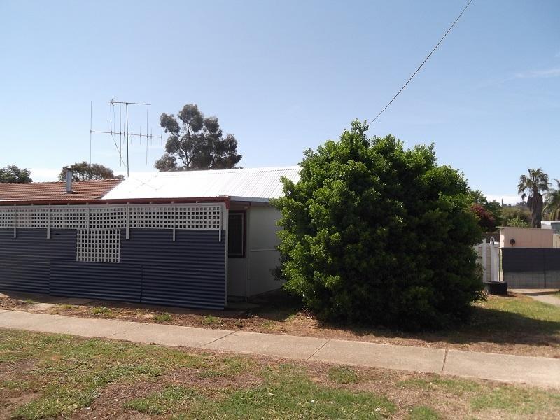 11 Victor Street, Cowra NSW 2794