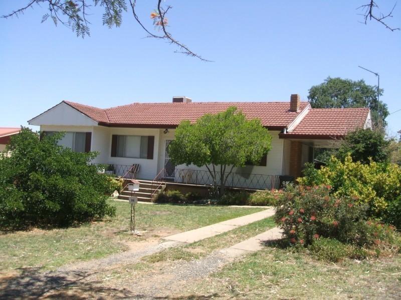 98 Redfern Street, Cowra NSW 2794