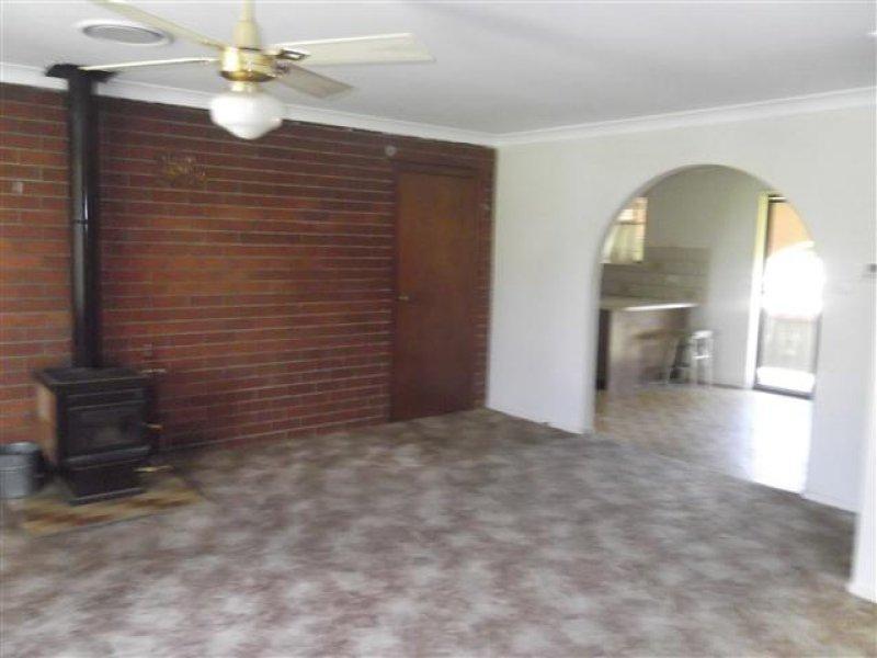 28 Taronga Drive, Cowra NSW 2794