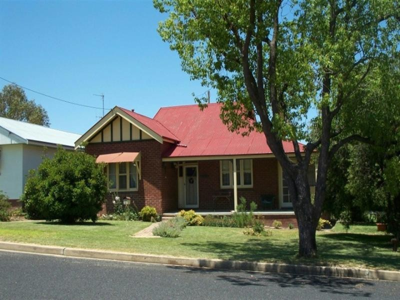 35 COURALLIE Street, Cowra NSW 2794