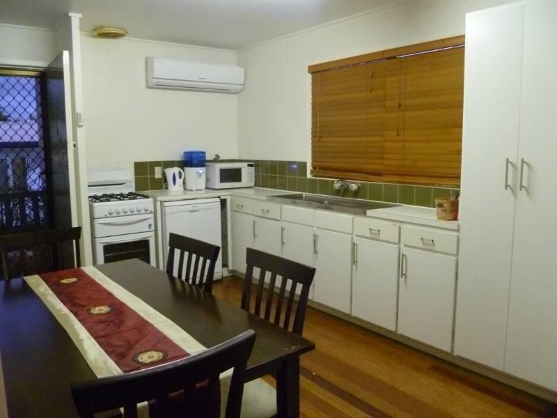 2/11 Bringelly Street, Arana Hills QLD 4054