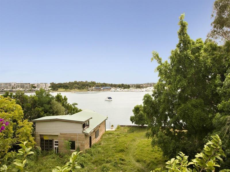 2A Checkley, Abbotsford NSW 2046