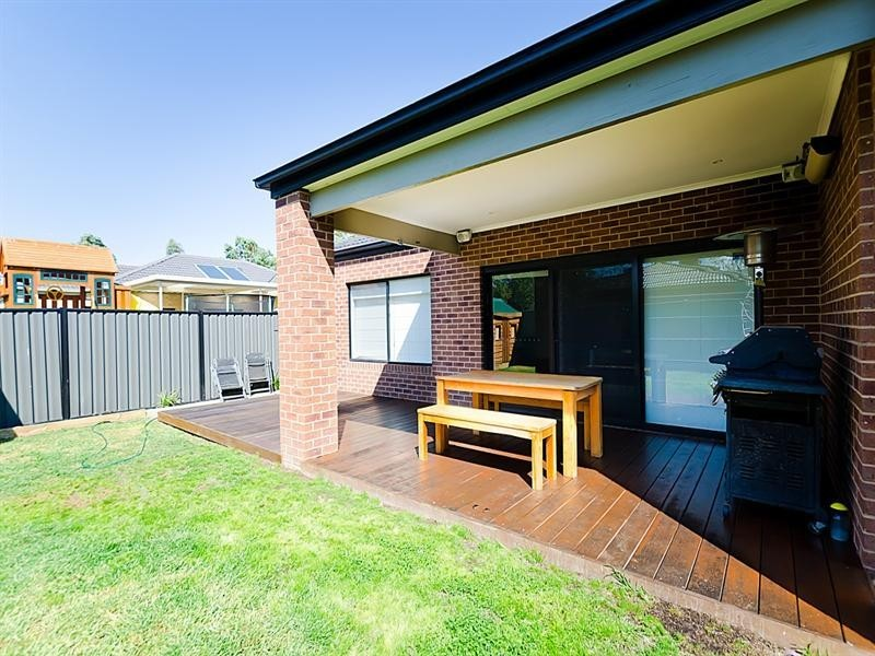 35 Cheltenham Close, Craigieburn VIC 3064