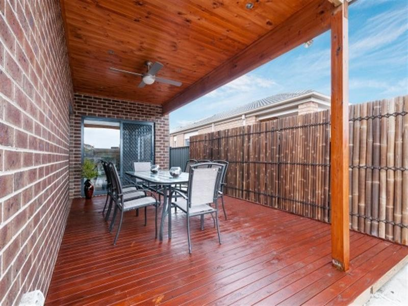 12 Viewside Crescent, Craigieburn VIC 3064