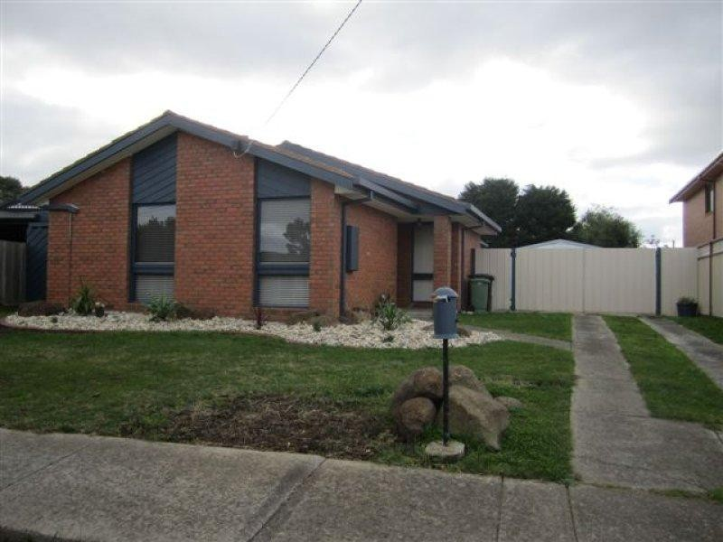 33 Abercarn Avenue, Craigieburn VIC 3064