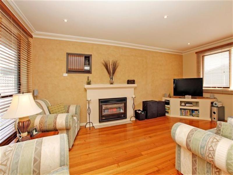 14 Dianne Avenue, Craigieburn VIC 3064