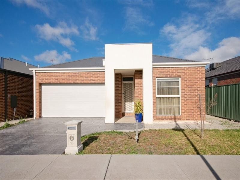 13 Basingstoke Retreat, Craigieburn VIC 3064