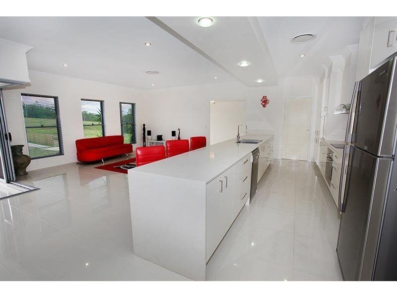 5 Gardenia Court, Southside QLD 4570