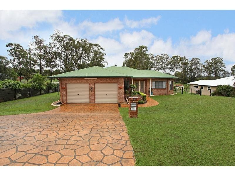 5 Oxford Court, Southside QLD 4570