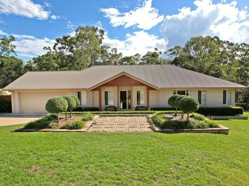 11 Topaz Court, Southside QLD 4570