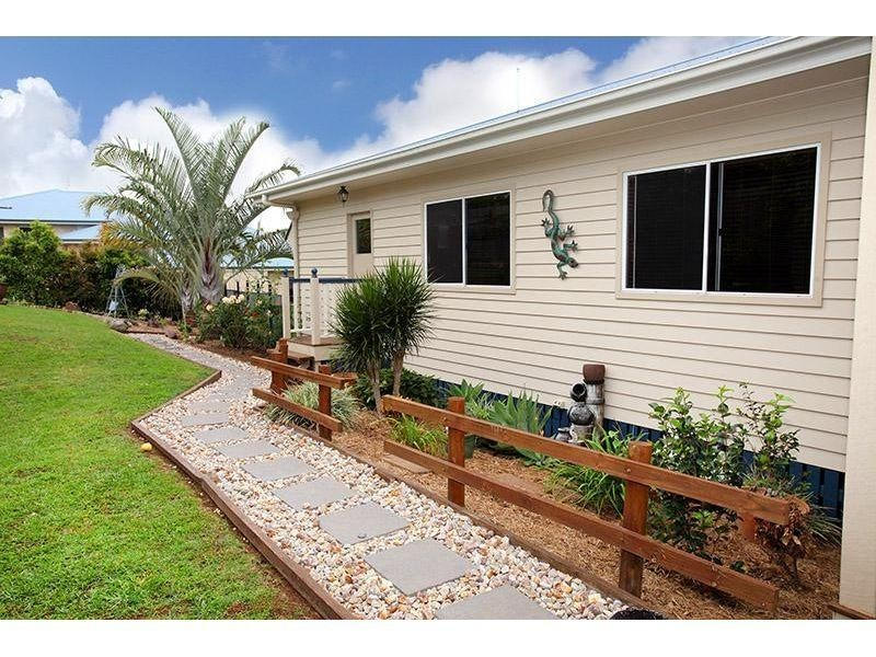 3 Oxley Court, Southside QLD 4570