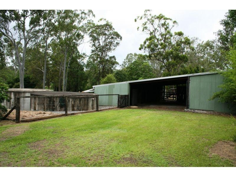 4 Cameron road, Southside QLD 4570