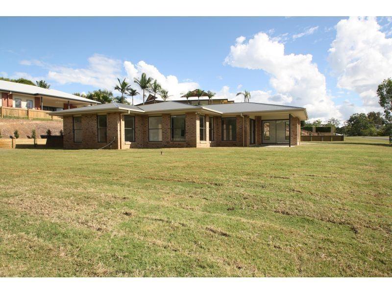 1 Deakin Court, Southside QLD 4570