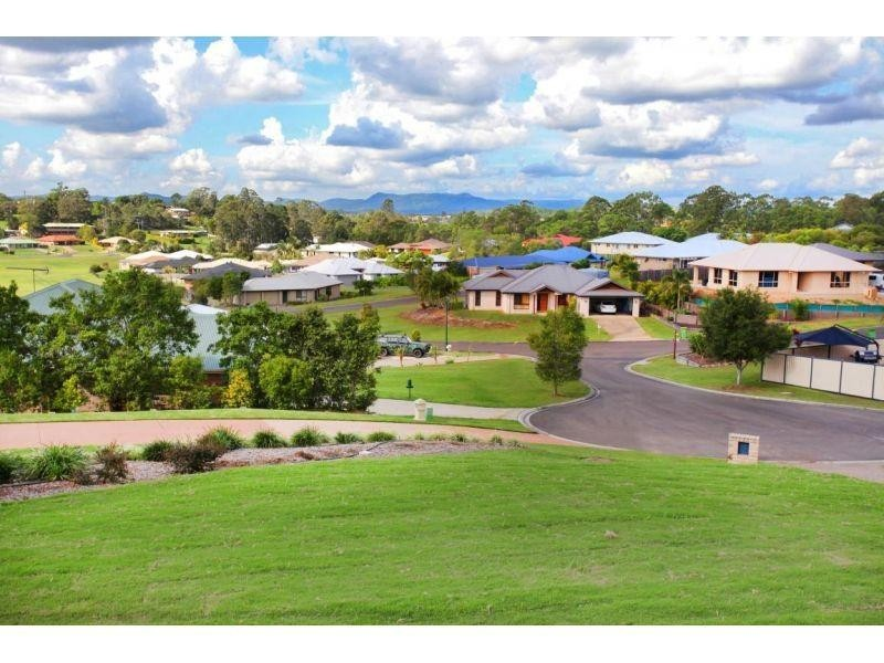 8 Oxley Court, Southside QLD 4570