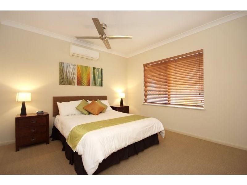 2/1 Robson Street, Mooroobool QLD 4870