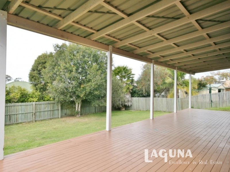 11 Lily Street, Southside QLD 4570