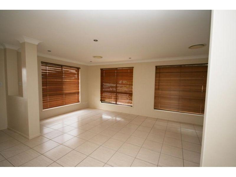 1 Greens Court, Southside QLD 4570