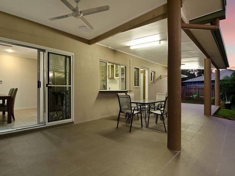 10 Kirraly Close, Mooroobool QLD 4870