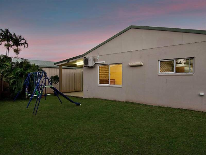 10 Kirraly Close, Mooroobool QLD 4870