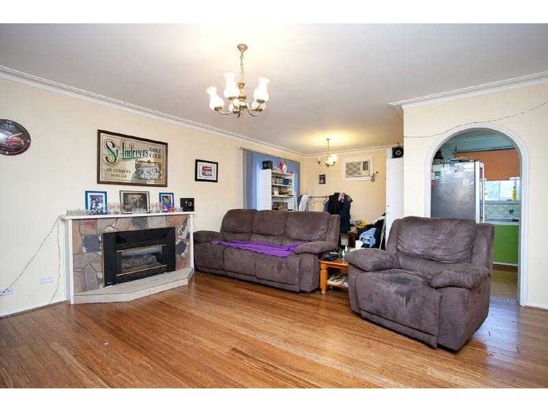 19 Ravenslea Crescent, Deer Park VIC 3023
