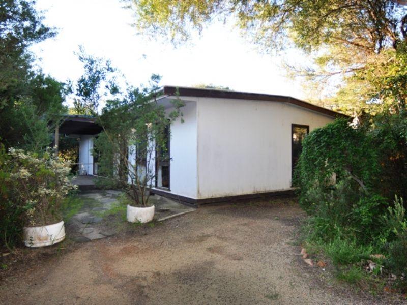 98 Lohr Ave, Inverloch VIC 3996