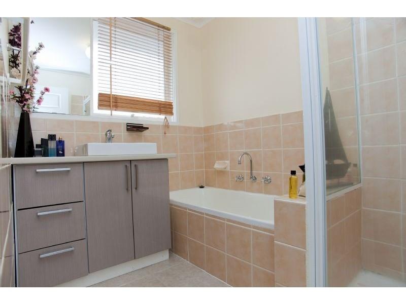 14 Bowes Place, Craigieburn VIC 3064