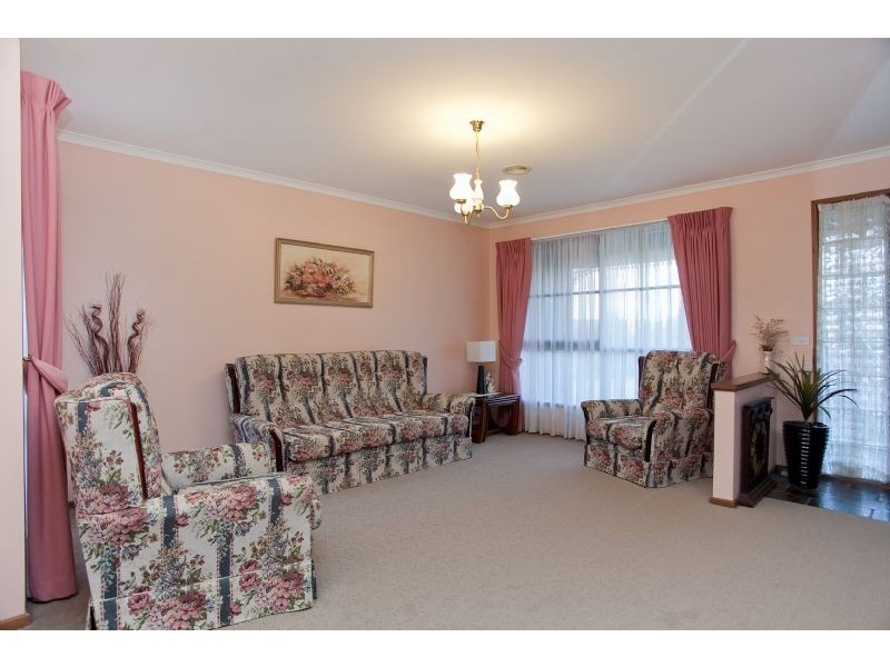 8 Plymouth Court, Craigieburn VIC 3064