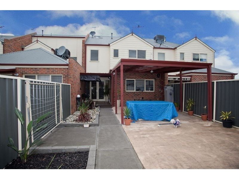 11 Meadowbank Lane, Craigieburn VIC 3064