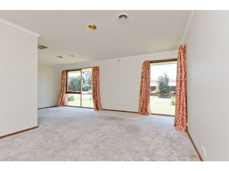 27 Banbury Crescent, Craigieburn VIC 3064