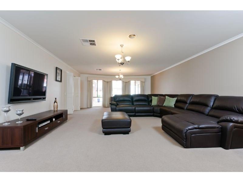 11 Ballybunion Avenue, Craigieburn VIC 3064