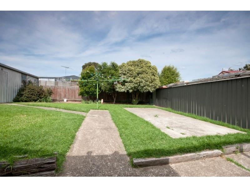 5 Chinnock Court, Craigieburn VIC 3064