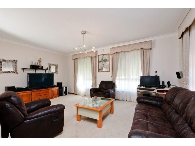 13 Pines Way, Craigieburn VIC 3064