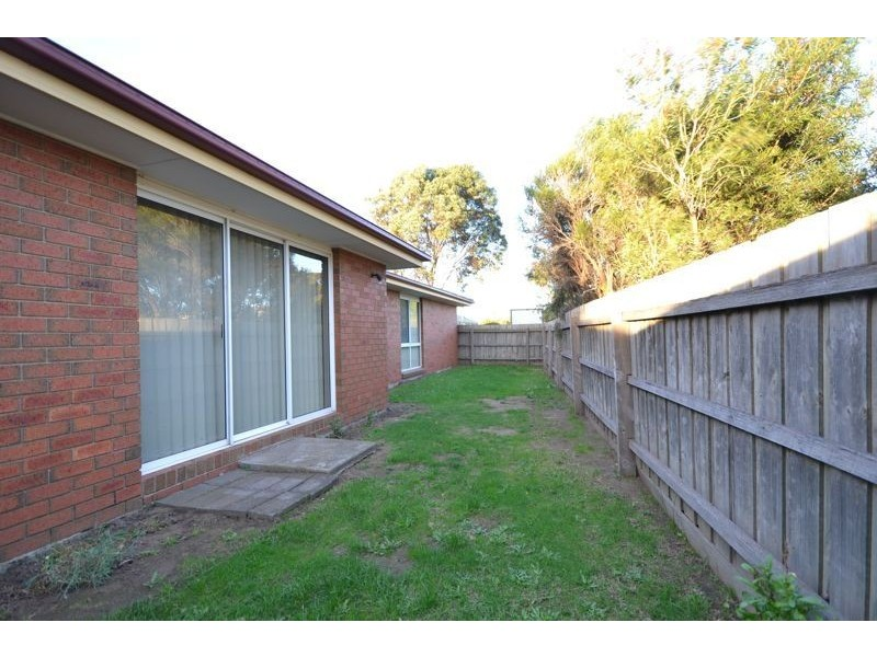 42 Jacinta Drive, Cranbourne West VIC 3977